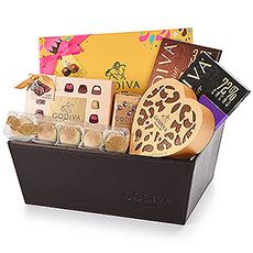 Excellent panier-cadeau de Godiva avec la collection Chocolate Carnival Gold d'édition limitée et une gamme séduisante de classiques de Godiva.