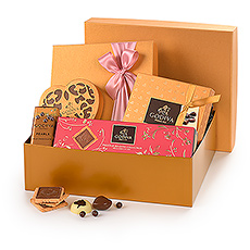 Your mom does so much for you; Mother's Day is the perfect occasion to do something special for her! Treat her to a beautiful golden gift hamper filled with a delicious collection of her favorite Godiva chocolates.