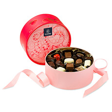 La boîte ronde magnifiquement décorée offre un assortiment des meilleurs classiques de Leonidas qui met leau à la bouche!