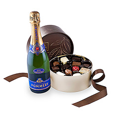 This sophisticated gift set from Leonidas chocolate truffles and Pommery champagne is a great idea to surprise business relations, friends and colleagues.