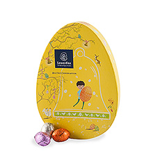 This oval gift box is filled with 30 scrumptious Easter eggs in 18 flavors!