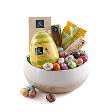 Surprise friends, family, and employees with this beautiful chocolate gift full of Easter eggs, pralines, chocolate bars, and a tablet.