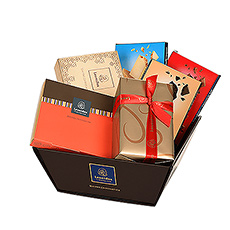 Discover our new gift box, with only the best chocolate from Leonidas.