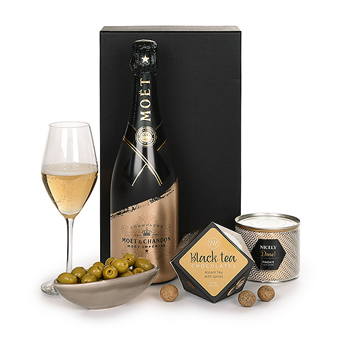 Moët Champagne Signature Brut Limited Edition 2020 & Snacks